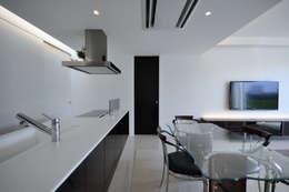 Za-house: 門一級建築士事務所が手掛けたダイニングです。