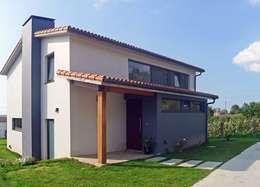 Casas de estilo moderno por AD+ arquitectura