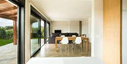 Livings de estilo moderno por AD+ arquitectura