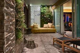 Patios by Gislene Lopes Arquitetura e Design de Interiores