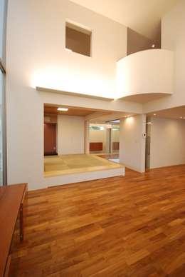 門一級建築士事務所: modern tarz Oturma Odası