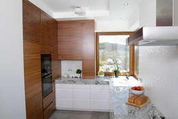 modern Kitchen by in2home