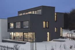 Neubau Wohnhaus P: moderne Häuser von gerken.architekten+ingenieure