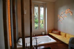 Salle de bain avec vue sur la verdure: Salle de bains de style  par LM Interieur Design