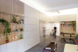espacio Thea: Livings de estilo minimalista por IR arquitectura