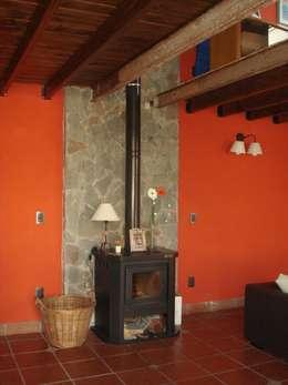 Projekty,  Ściany zaprojektowane przez Arq Andrea Mei   - C O M E I -