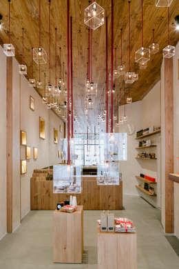 Kantor & toko by Zooco Estudio