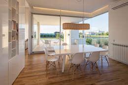 minimalistic Dining room by VISMARACORSI ARQUITECTOS