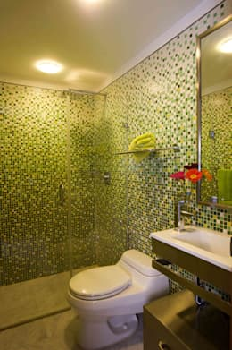 Apartamento 93-A: Baños de estilo moderno por Objetos DAC