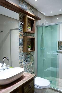 Baños de estilo rústico por Camila Chalon Arquitetura