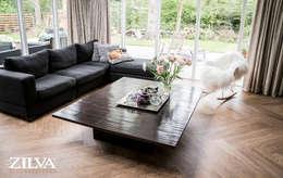 Living | PVC visgraat vloer: moderne Woonkamer door Zilva Vloeren