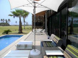 Balcones y terrazas de estilo  por MAAD arquitectura y diseño