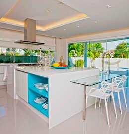 modern Kitchen by Lana Rocha Interiores