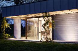 Eclairage extérieur de nuit: Maisons de style de style Moderne par O2 Concept Architecture