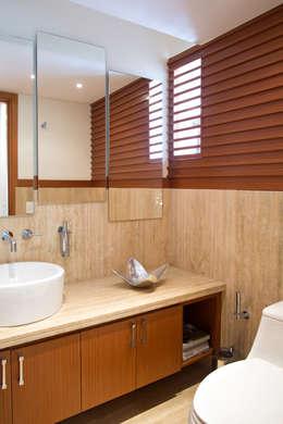 Vivienda 609: Baños de estilo moderno por Objetos DAC
