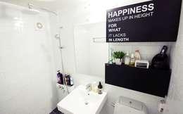 22평 복도식 모던 홈스타일링: homelatte의  화장실