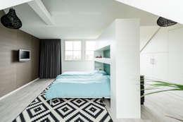 Projekty,  Sypialnia zaprojektowane przez Bas Suurmond Fotografie