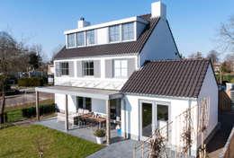 Projekty, nowoczesne Domy zaprojektowane przez Bas Suurmond Fotografie