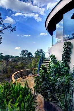 Casa LA 356 - RIMA Arquitectura: Pasillos y recibidores de estilo  por RIMA Arquitectura