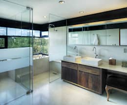 modern Bathroom by RIMA Arquitectura