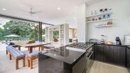 Casa Loma: Cocinas de estilo minimalista por David Macias Arquitectura & Urbanismo
