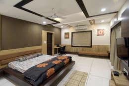 Master Bed Room Furniture: modern Bedroom by KRUTI