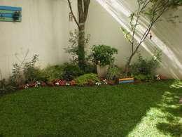Jardin Badaloni: Jardines de estilo moderno por Dhena CONSTRUCCION DE JARDINES