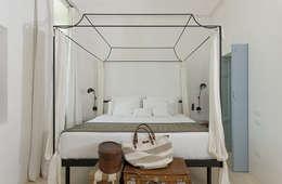 Habitaciones de estilo mediterráneo por STUDIOTALENT srl