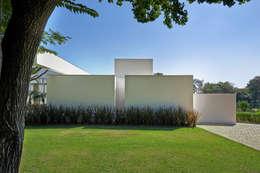 Jardines de estilo moderno por Lanza Arquitetos