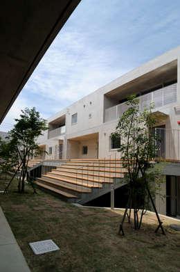 株式会社長野聖二建築設計處의  발코니, 베란다 & 테라스