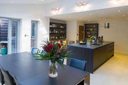 moderne Keuken door Hampshire Design Consultancy Ltd.
