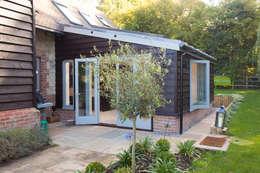 moderne Eetkamer door Hampshire Design Consultancy Ltd.