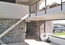 Casa M2 - Estudio Fernandez+Mego: Livings de estilo minimalista por Estudio Fernández+Mego