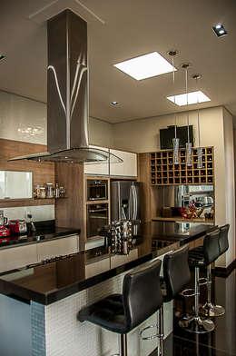 modern Kitchen by A/ZERO Arquitetura