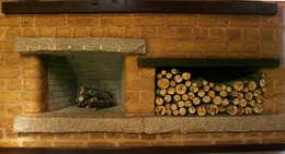 Salas / recibidores de estilo  por Baixo Impacto Arquitetura Ltda.