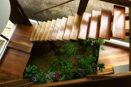 Corridor & hallway by Baixo Impacto Arquitetura Ltda.