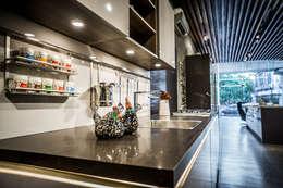 Hyderabad Showroom: modern Kitchen by Hacker Kitchen