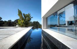 Projekty, minimalistyczne Domy zaprojektowane przez MG&AG.ARQUITECTOS