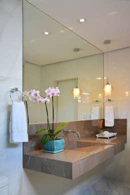 Bancada porcelanto : Banheiros modernos por CARDOSO CHOUZA ARQUITETOS