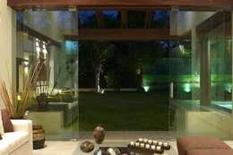 غرفة المعيشة تنفيذ AIDA TRACONIS ARQUITECTOS EN MERIDA YUCATAN MEXICO