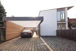 Garajes de estilo moderno por Architekt Armin Hägele