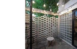 Terrazza in stile  di MX Taller de Arquitectura & Diseño