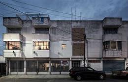 Casas de estilo industrial por MX Taller de Arquitectura & Diseño