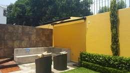 TOLDO ARES  GAVIOTA con BOX para generar un especio exterior en tu TERRAZA o JARDIN: Balcones y terrazas de estilo mediterraneo por GAVIOTA MEXICO