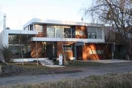 VISTA FRENTE 02: Casas de estilo moderno por Poggi Schmit Arquitectura