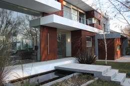VISTA FRENTE 04: Casas de estilo moderno por Poggi Schmit Arquitectura