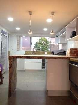 Proyecto en ejecución: Cocinas de estilo minimalista por John Robles Arquitectos