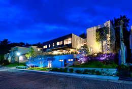 Fachada principal : Casas de estilo industrial por Con Contenedores S.A. de C.V.