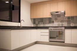 minimalistic Kitchen by Región 4 Arquitectura