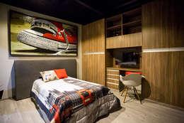 modern Bedroom by Con Contenedores S.A. de C.V.